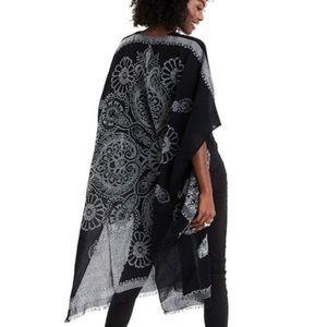 AE Medallion Midi Kimono